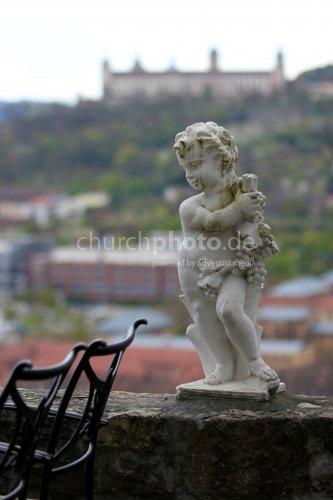 The grape statue of liberty