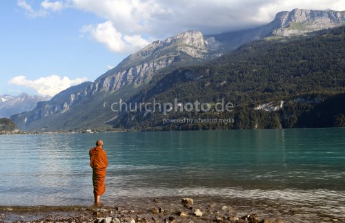 Buddhist am See