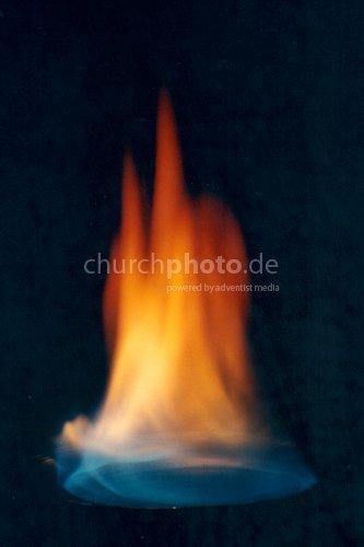 Flamme auf Zinkschälchen