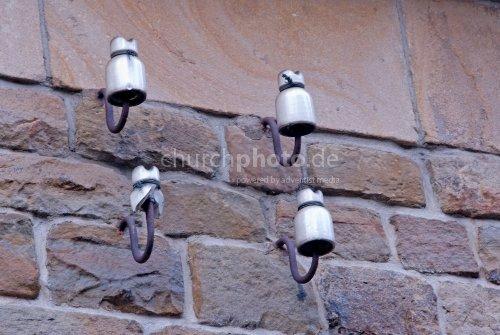 Isolatoren an Wand