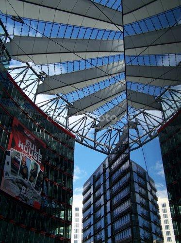 Spiegelung im Sony Center