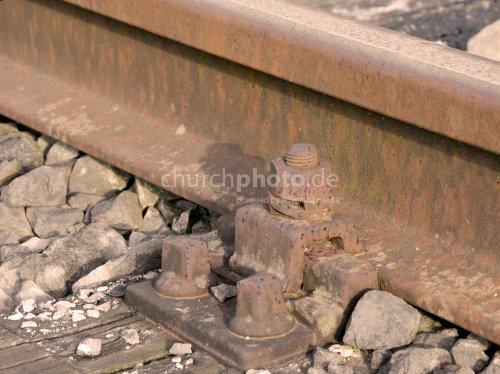 Eisenbahnschiene auf Schwelle montiert