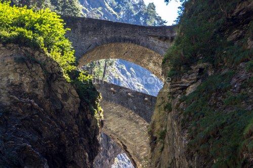 Brücken über der Via Mala