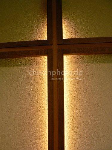 Kreuz im Dunkeln