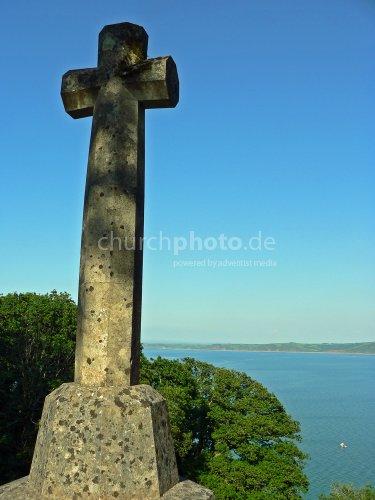 Kreuz mit Blick aufs Meer