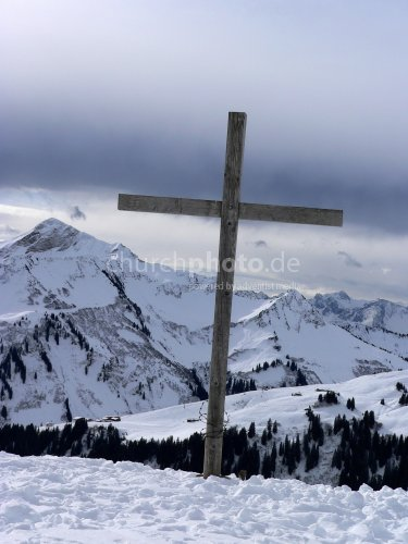 Kreuz im Schnee