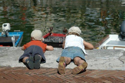 children watching water