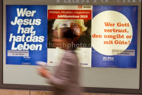 Werbung am Bahnhof