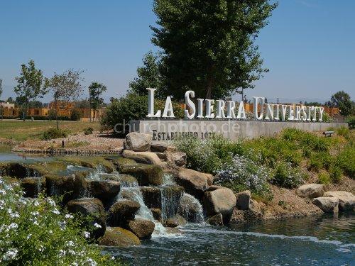 La Sierra University entrance