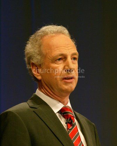 Klaus van Treeck preaching