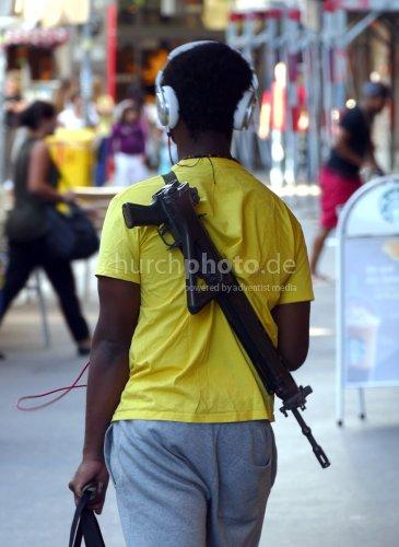 Schwarzer Schweizer mit Gewehr