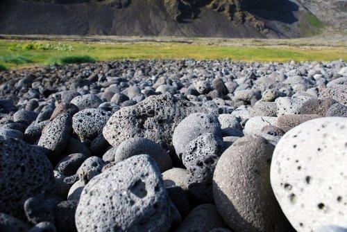 Kleine und große Steine