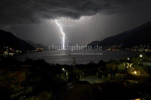 Blitzeinschlag im See