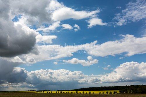 Wolken ueber Landschaft