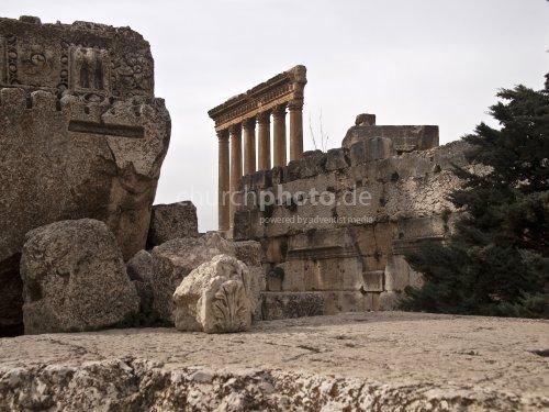 Famous Jupiter temple (Baalbek)
