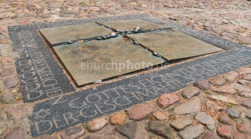 Bodenrelief Mahnmal für die Juden