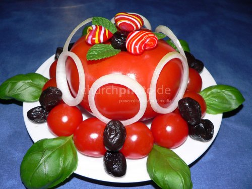Garnierte Tomate