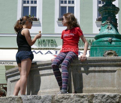 Freundinnen im Sommer