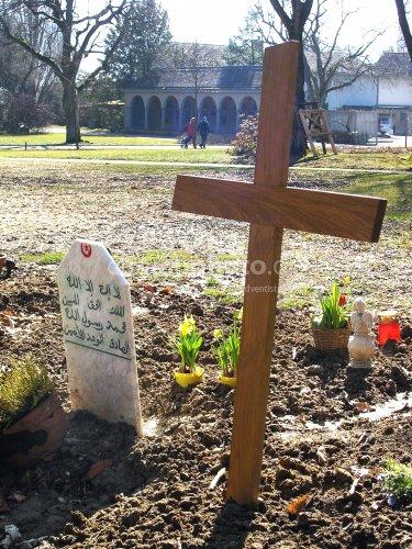 Muslimisches u Christliches Grab